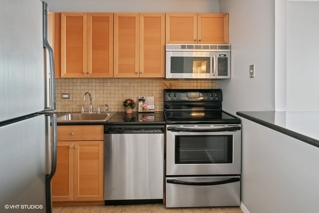 1355 North Sandburg Terrace, Unit 2803 Chicago, IL 60610