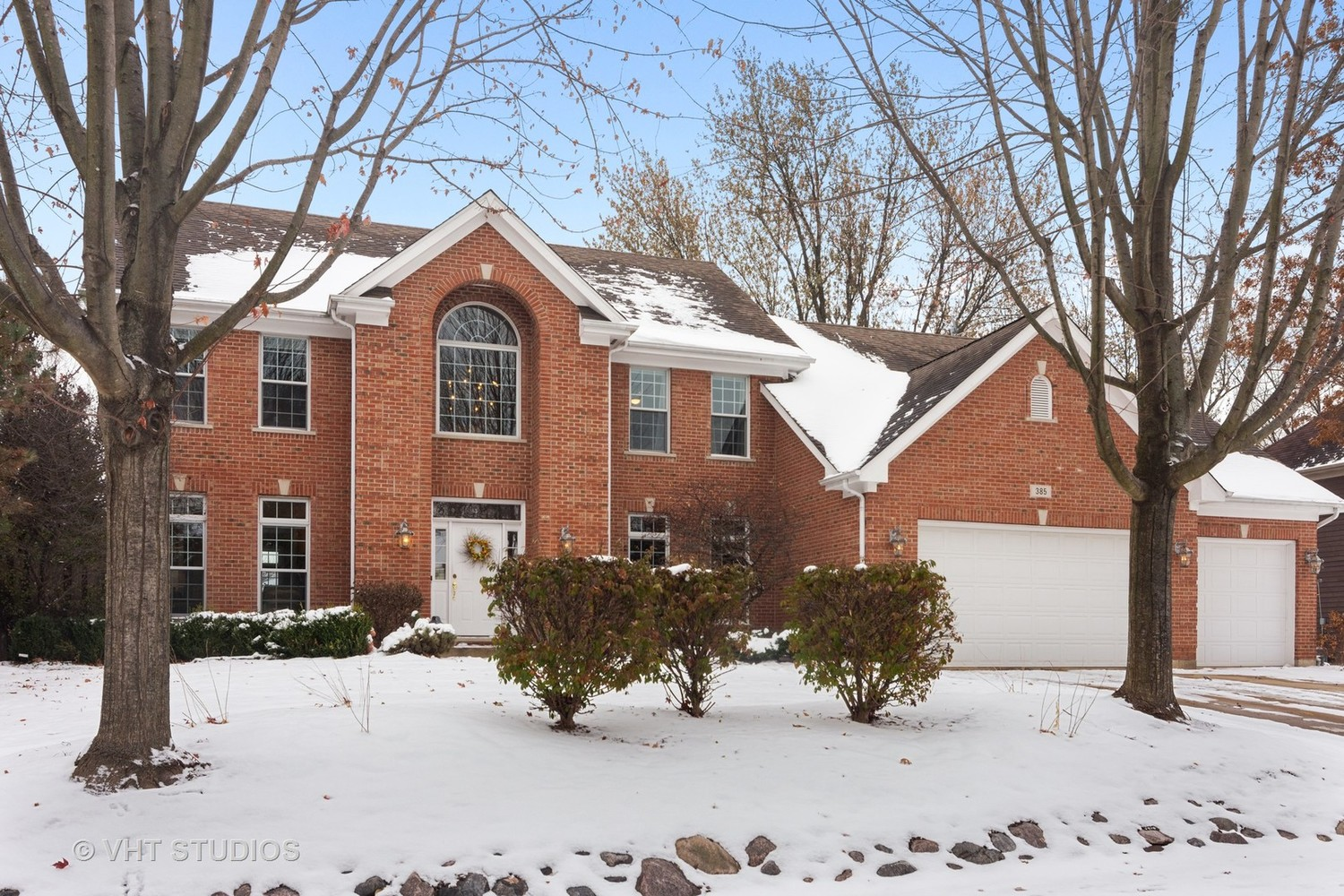 385 North Chalary Court Palatine, IL 60067