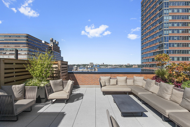 540 West 28th Street, Unit PHE Image #1