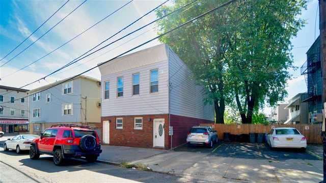 119 Griffith Street, Unit 1 Jc Heights, NJ 07307