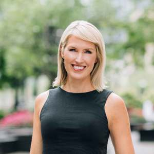 Becky Pawelczyk,                     Agent in Chicago - Compass