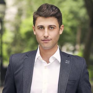 Zach Goldstein,                     Agent in NYC - Compass