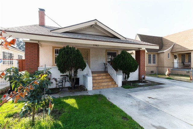 1142 West 68th Street Los Angeles, CA 90044