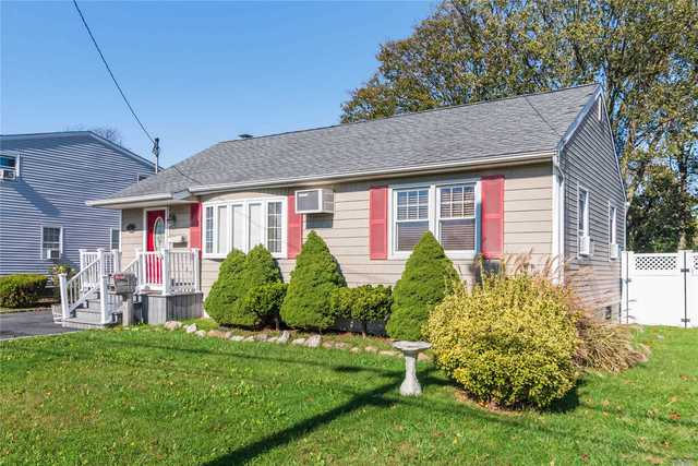 21 Mohawk Drive North Babylon, NY 11703