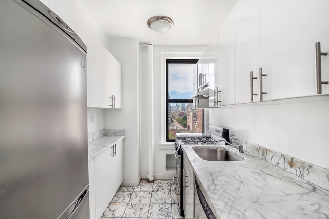 301 East 21st Street, Unit 13C Image #1