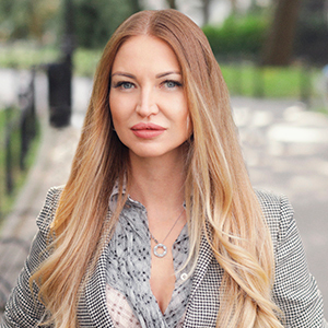Tatyana Agron,                       Agent in NYC - Compass