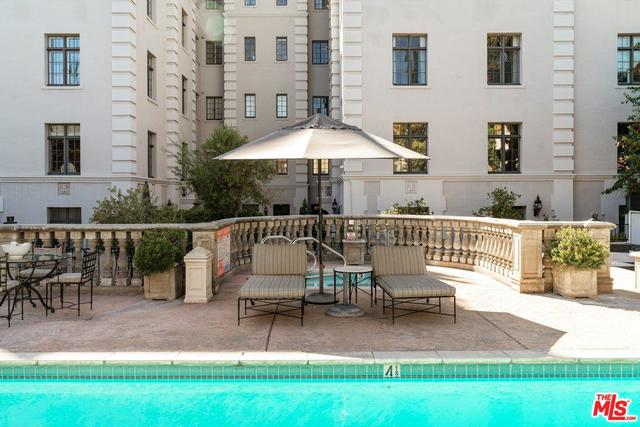 308 North Sycamore Avenue, Unit 402 Los Angeles, CA 90036