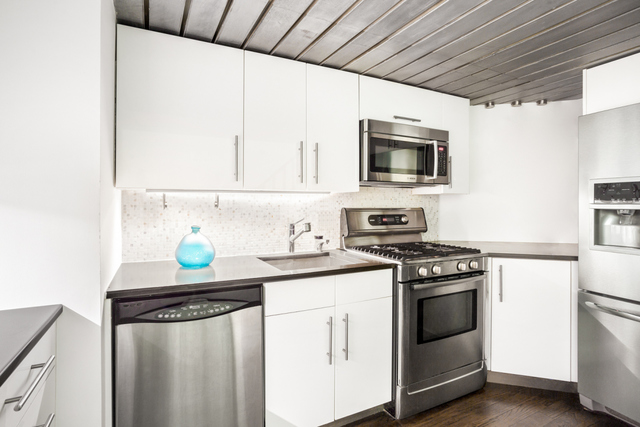 421 Hudson Street, Unit 717 New York, NY 10014