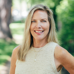 Kelly Lundin,                     Agent in Chicago - Compass