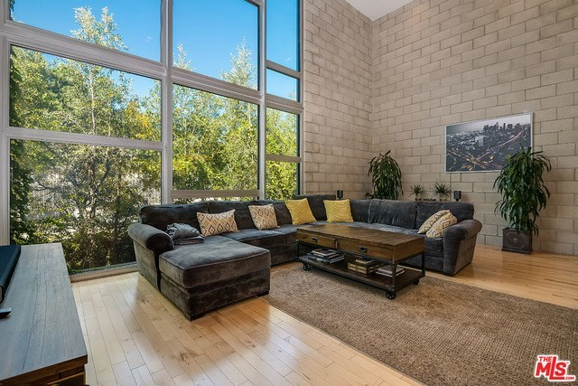 3450 Cahuenga Boulevard, Unit 804 Los Angeles, CA 90068