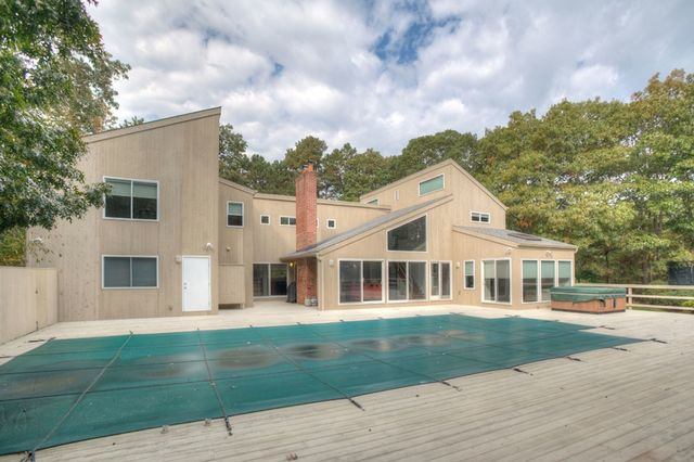 1 Bluejay Way Quogue, NY 11959