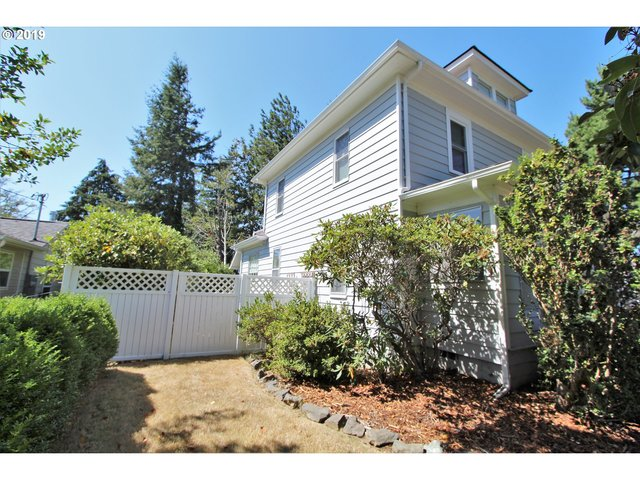 2504 Liberty Street North Bend, OR 97459