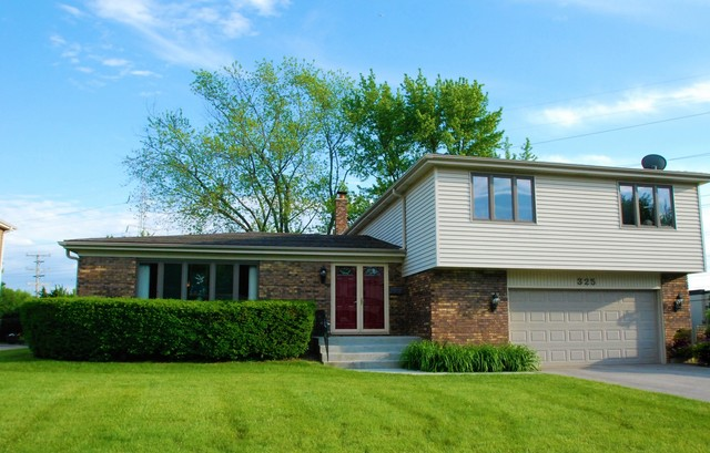 325 West Waverly Court Arlington Heights, IL 60004