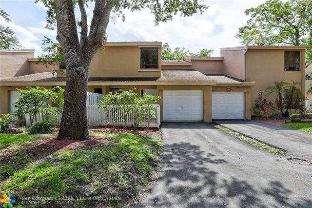 9893 Fairway Cove Lane, Unit 9893 Plantation, FL 33324