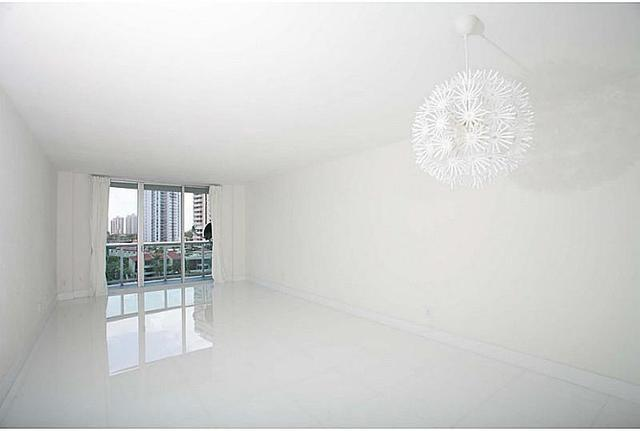19390 Collins Avenue, Unit 807 Image #1