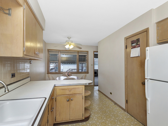 7528 North Olcott Avenue Chicago, IL 60631