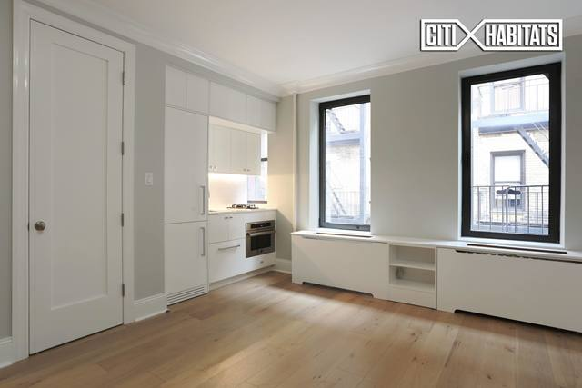 220 West 24th Street, Unit 3O Image #1