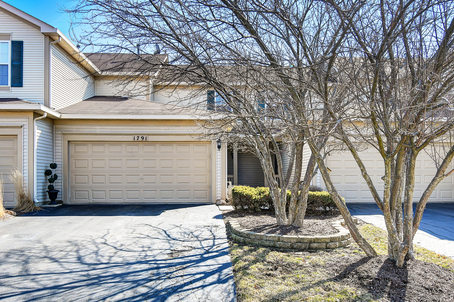 1791 South Wentworth Circle Romeoville, IL 60446