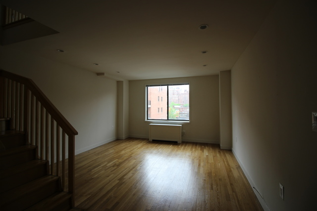 434 West 19th Street, Unit PHB Image #1
