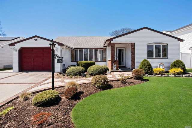 1226 Campbell Road Wantagh, NY 11793