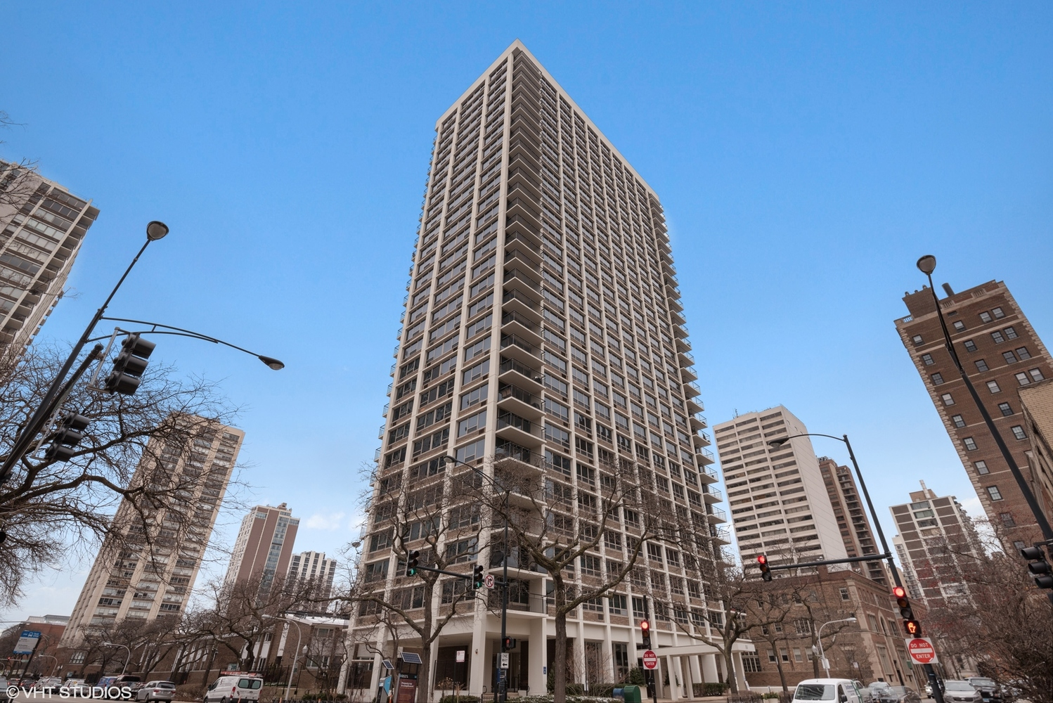 88 West Schiller Street, Unit 1504 Chicago, IL 60610