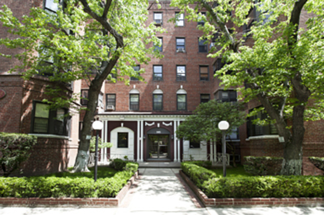 385 East 18th Street, Unit 6L Image #1
