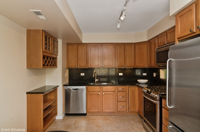 1646 North Mohawk Street, Unit B Chicago, IL 60614