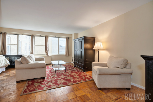 370 East 76th Street, Unit B908 Image #1