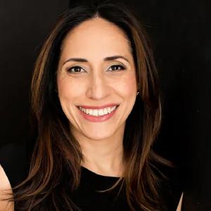 Headshot of Alexis Papadakis-Greenberg