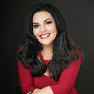 Ann Marie Luna,                     Agent in Los Angeles - Compass