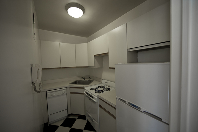 176 East 77th Street, Unit 3G Image #1