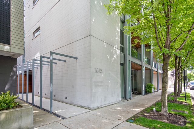 1615 North Wolcott Avenue, Unit 301 Chicago, IL 60622