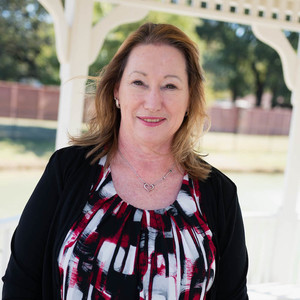 Diana Marshall,                       Agent in Dallas-Fort Worth - Compass