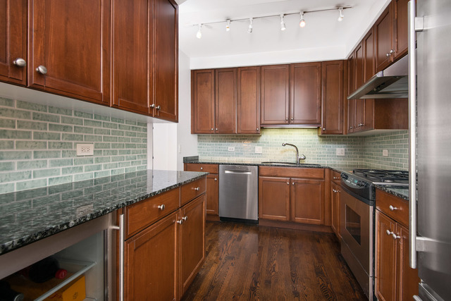 444 West Roslyn Place, Unit 3C Chicago, IL 60614