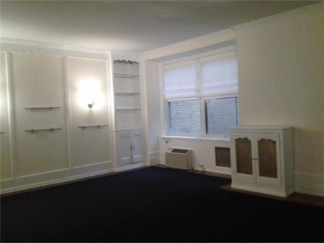 18 East 67th Street, Unit 3 Image #1