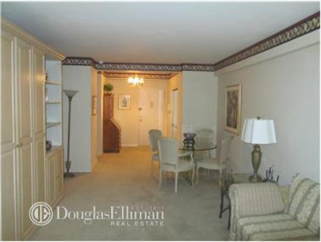 425 East 79th Street, Unit 1G Image #1