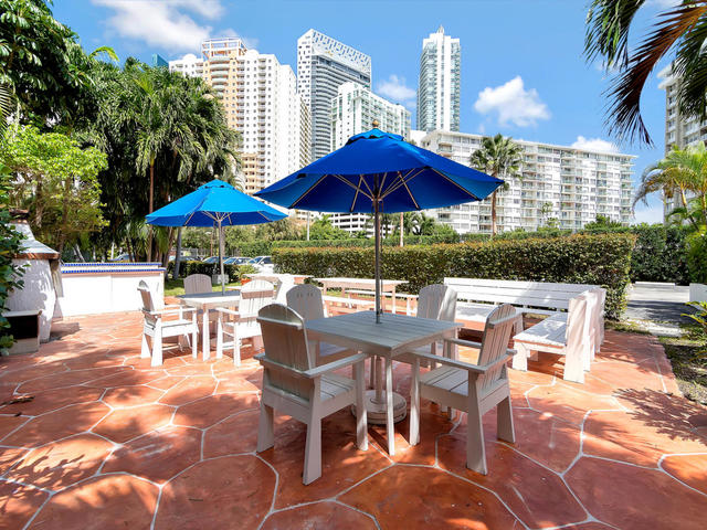 1440 Brickell Bay Drive, Unit 409 Miami, FL 33131