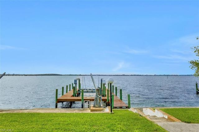 2530 Southeast 28th Street Cape Coral, FL 33904