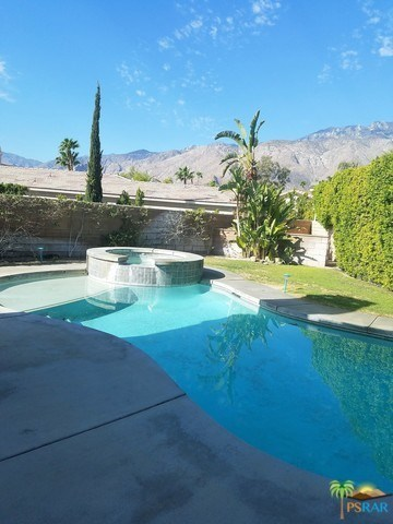 1421 Amelia Way Palm Springs, CA 92262