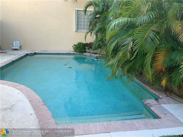 1090 Satinleaf Street Hollywood, FL 33019