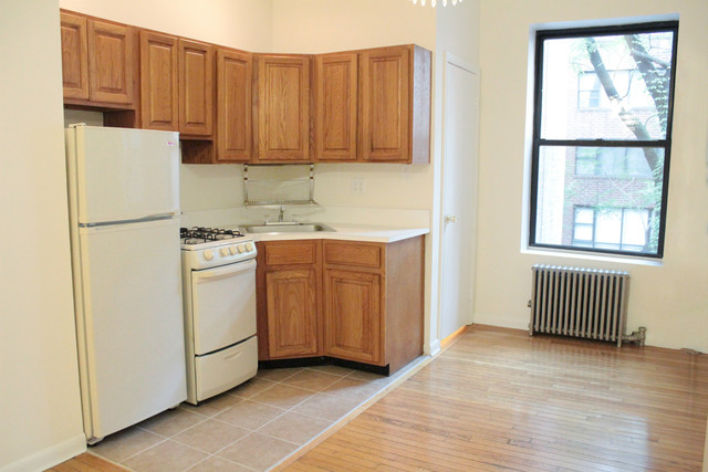 422 East 77th Street, Unit 3W Image #1