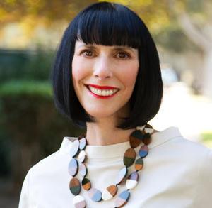 Lynda Kahn,                     Agent in Los Angeles - Compass