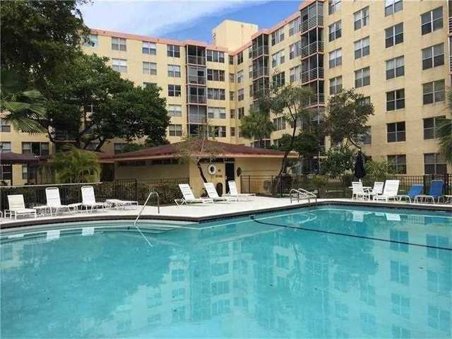 17890 West Dixie Highway, Unit 717 Image #1