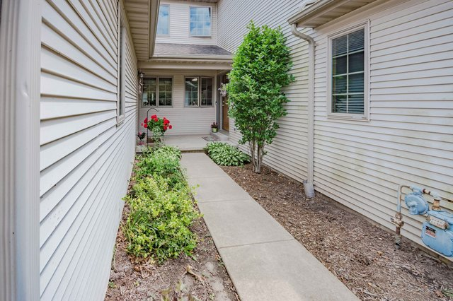 6 Meadow Trail West DeKalb, IL 60115