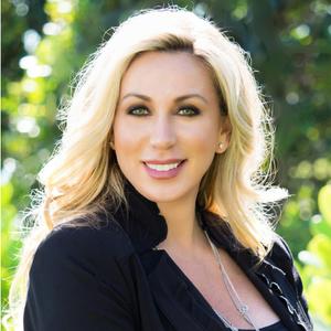 Kristin Cavella,                     Agent in Naples - Compass