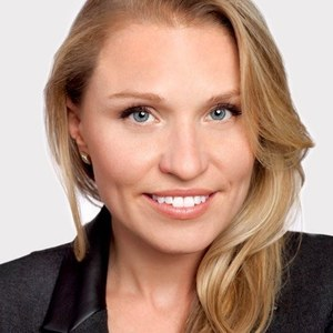 Simone Hoover,                     Agent in San Francisco - Compass