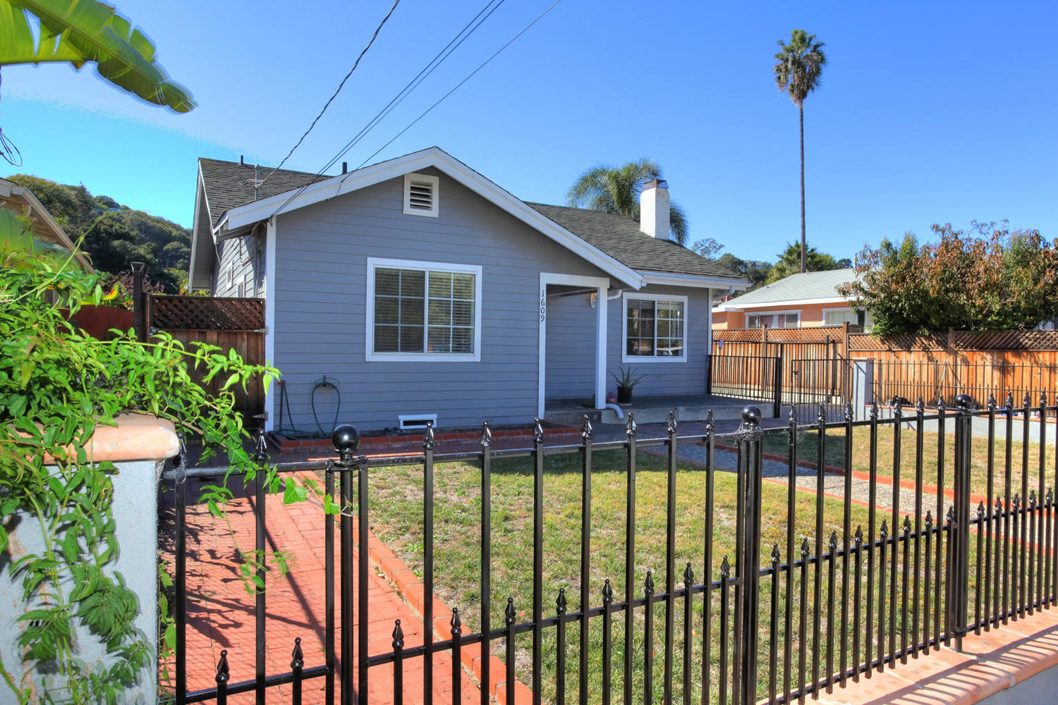1609 Mountain Avenue Santa Barbara, CA 93101