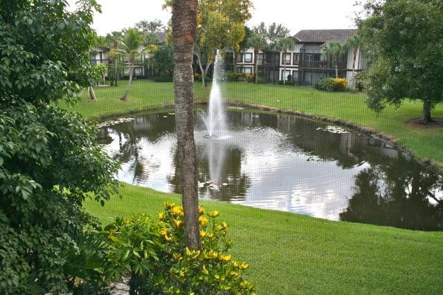 11863 Wimbledon Circle, Unit 526 Wellington, FL 33414