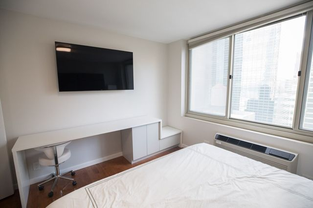 333 East 45th Street, Unit 24F Manhattan, NY 10017