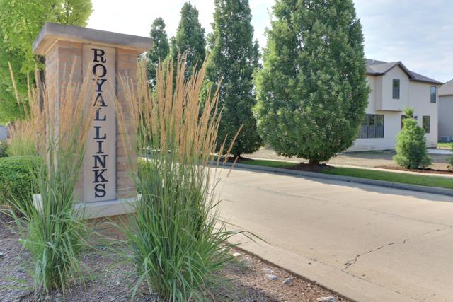 8 Mackenzie Court, Bloomington, IL 61704 | Compass